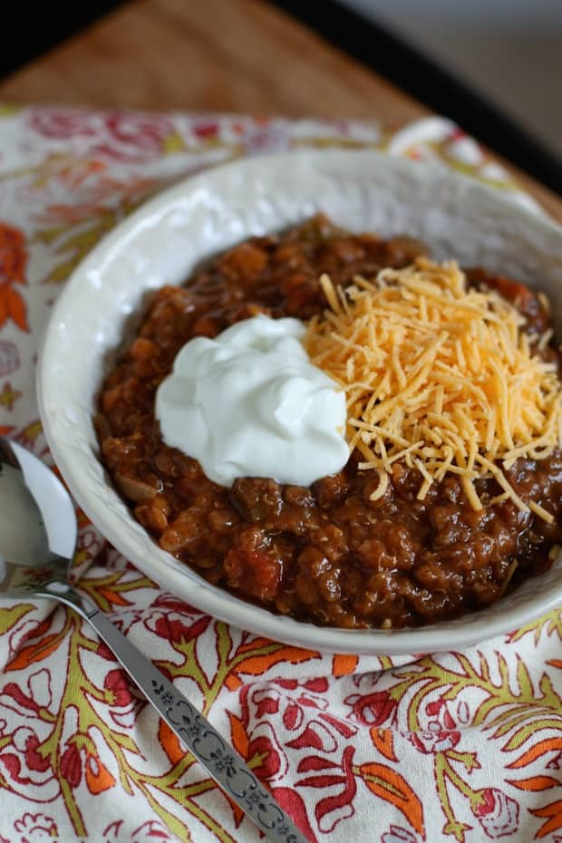 SLOW COOKER LENTIL AND QUINOA CHILI