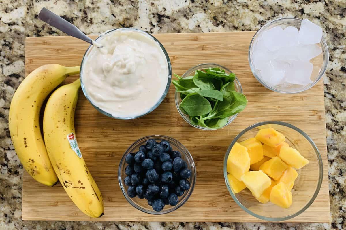 Easy Banana Blueberry and Mango Smoothie