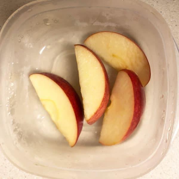 Sliced apples in apple juice