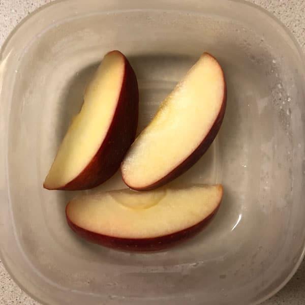 Sliced apples in lemon juice