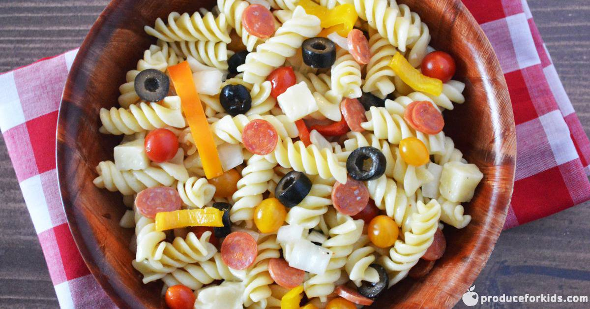 How To Make An Easy Pizza Pasta Salad